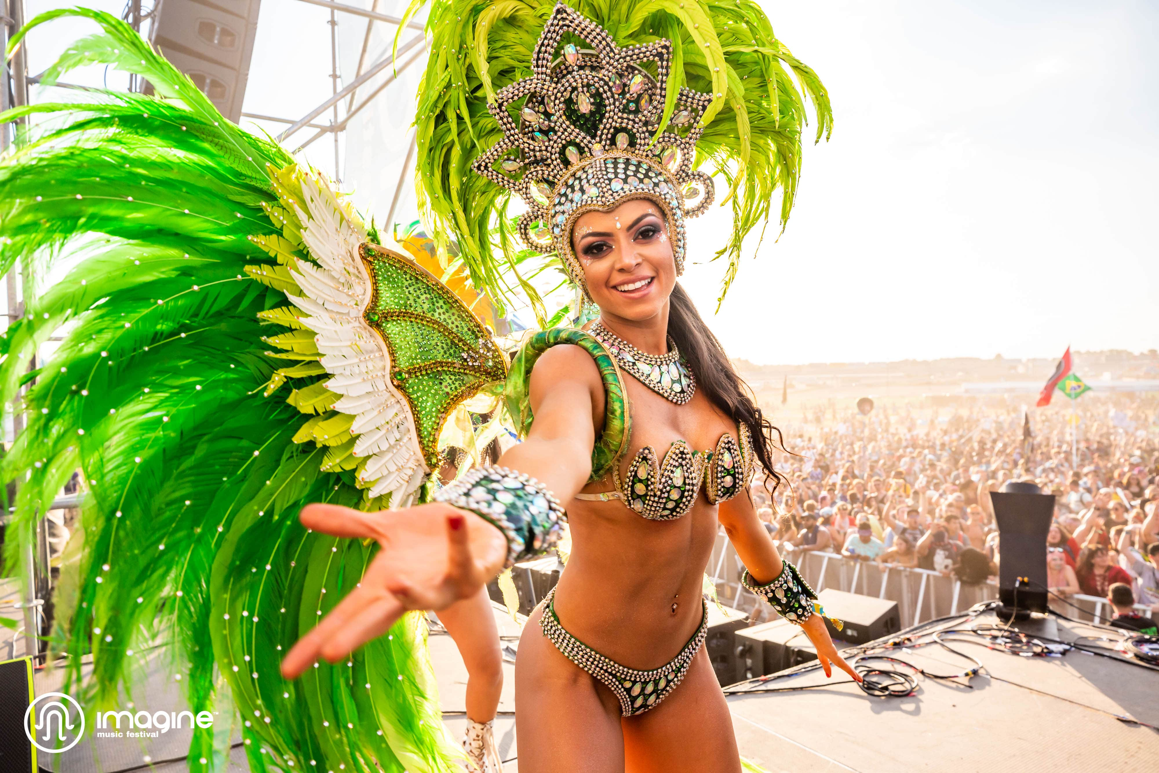 Imagine Festival circus performer