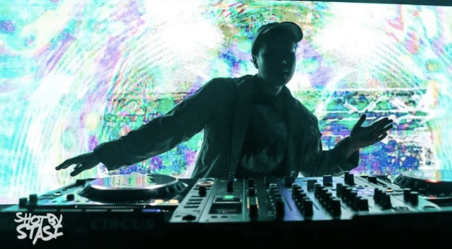 MeSo from Spicy Bois on stage DJ set