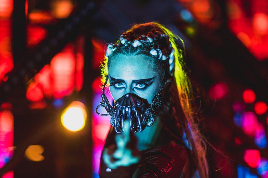 Mask, Beautiful Woman, ready to dance?